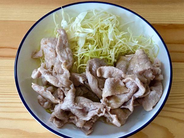 豚バラ肉を焼いた物